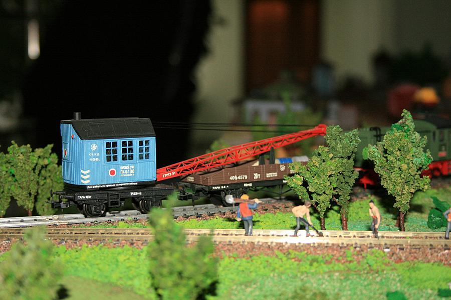 Фрагменти макету з моделями крану ПК6