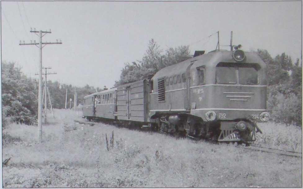 Поезд Гайворон- Рудница прибывает на ст.Рудница Одесской жд- 2002 г.