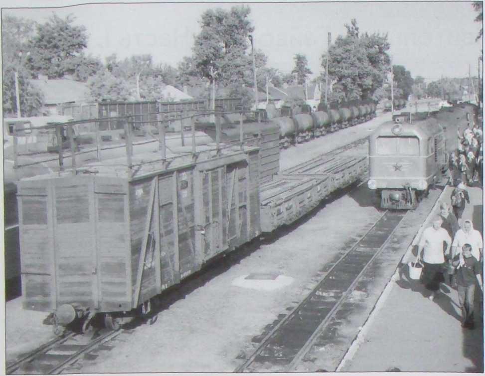 Сг. Гайворон. Прибыл поезд из Рудницы. 2002 г.