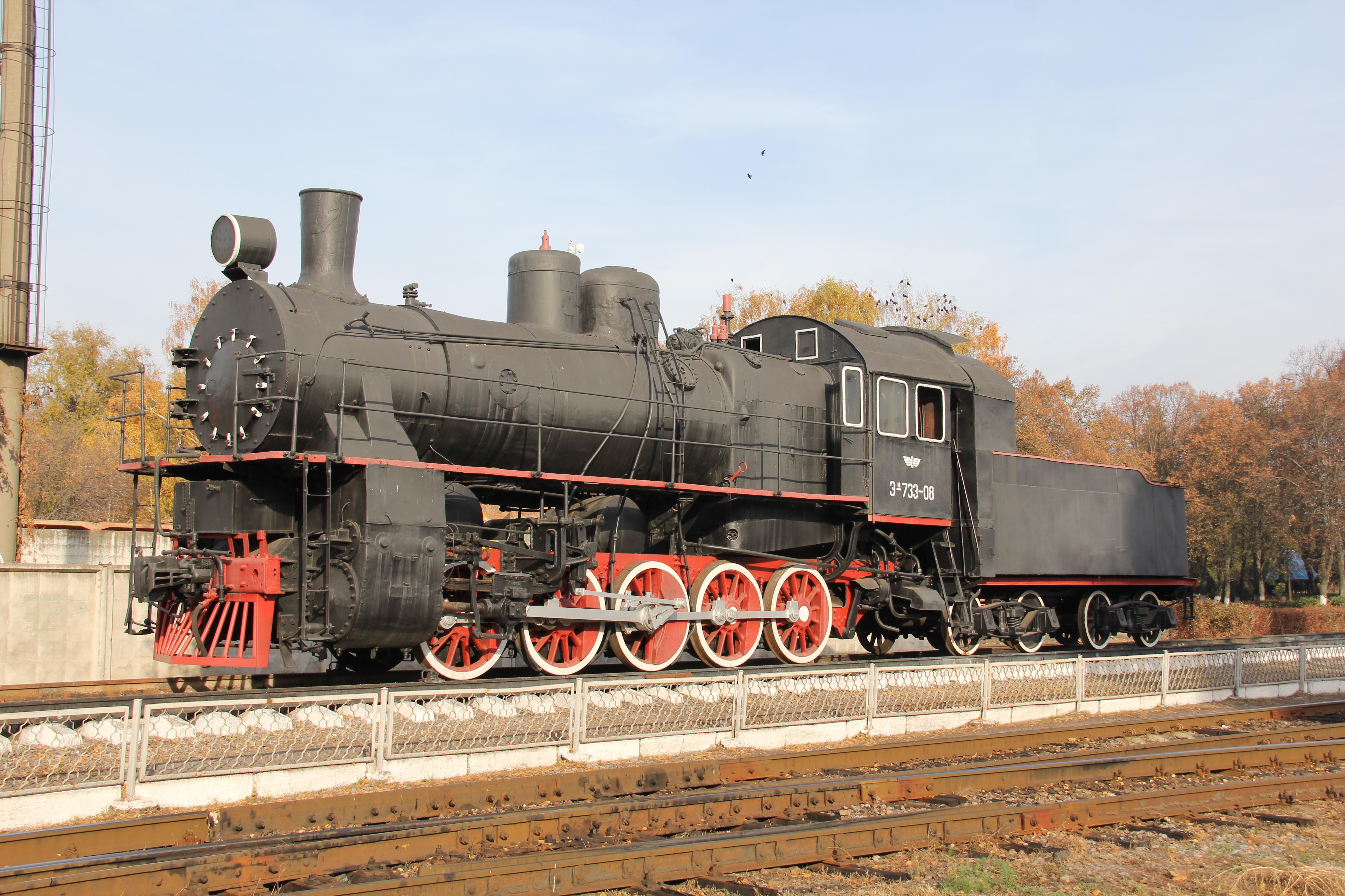памятник у локомотивному депо Гребінка