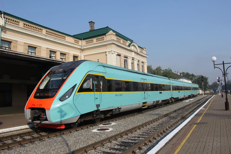 Новий дизель поїзд на ювілейних заходах